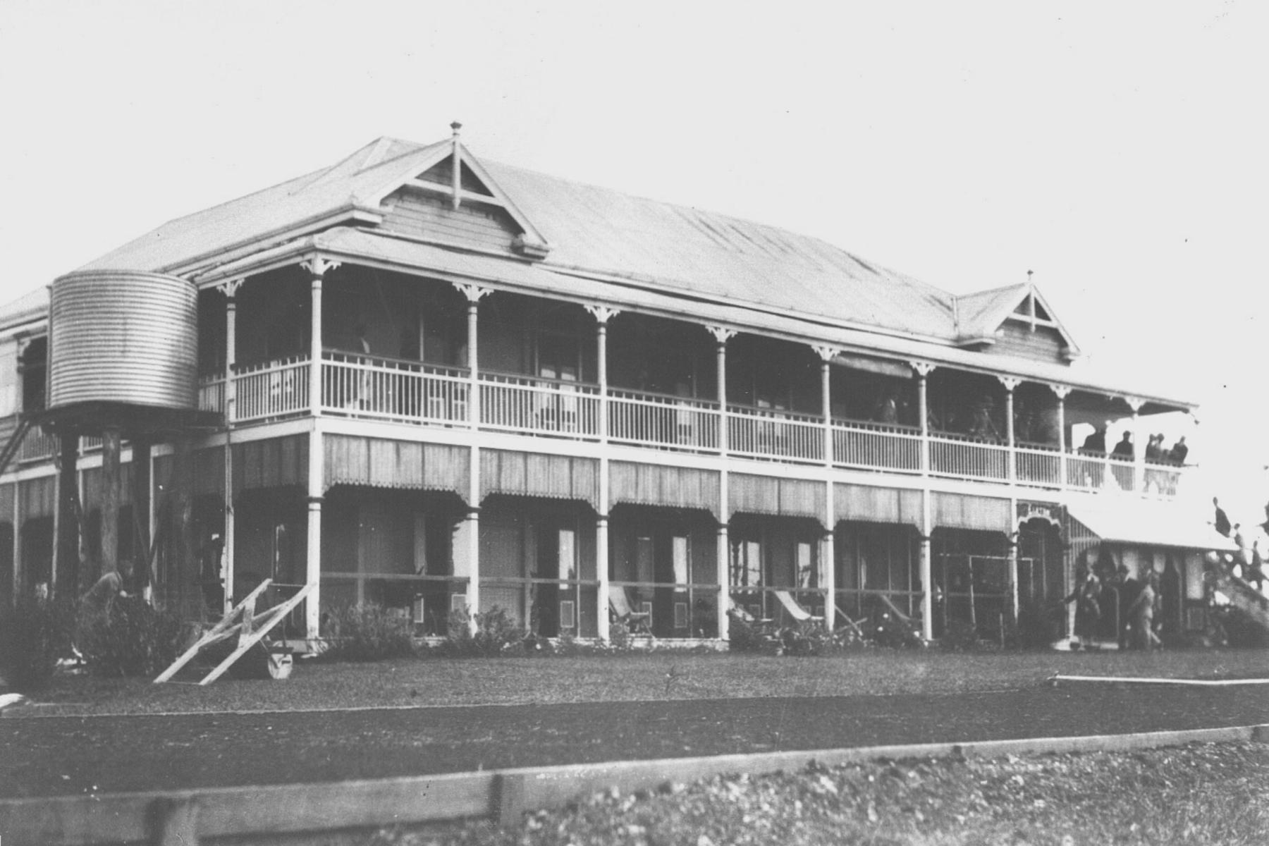 Elston_guesthouse,_built_c.1900[1]